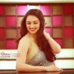 Marathi Actress Shruti marathe Photos Images Wallpapers (5)