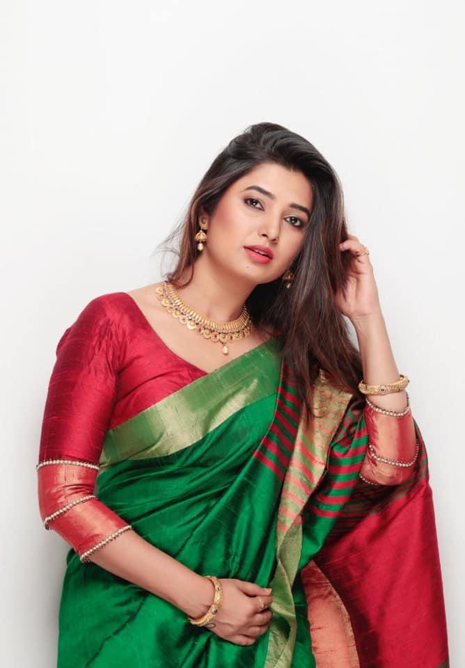 Prajakta Mali Marathi Actress Biography Wiki Photos Images Gallery Downloads Boyfriend Net Worth Cars Income Saree Sexy Hot Marriage Famliy Education School Home Adress