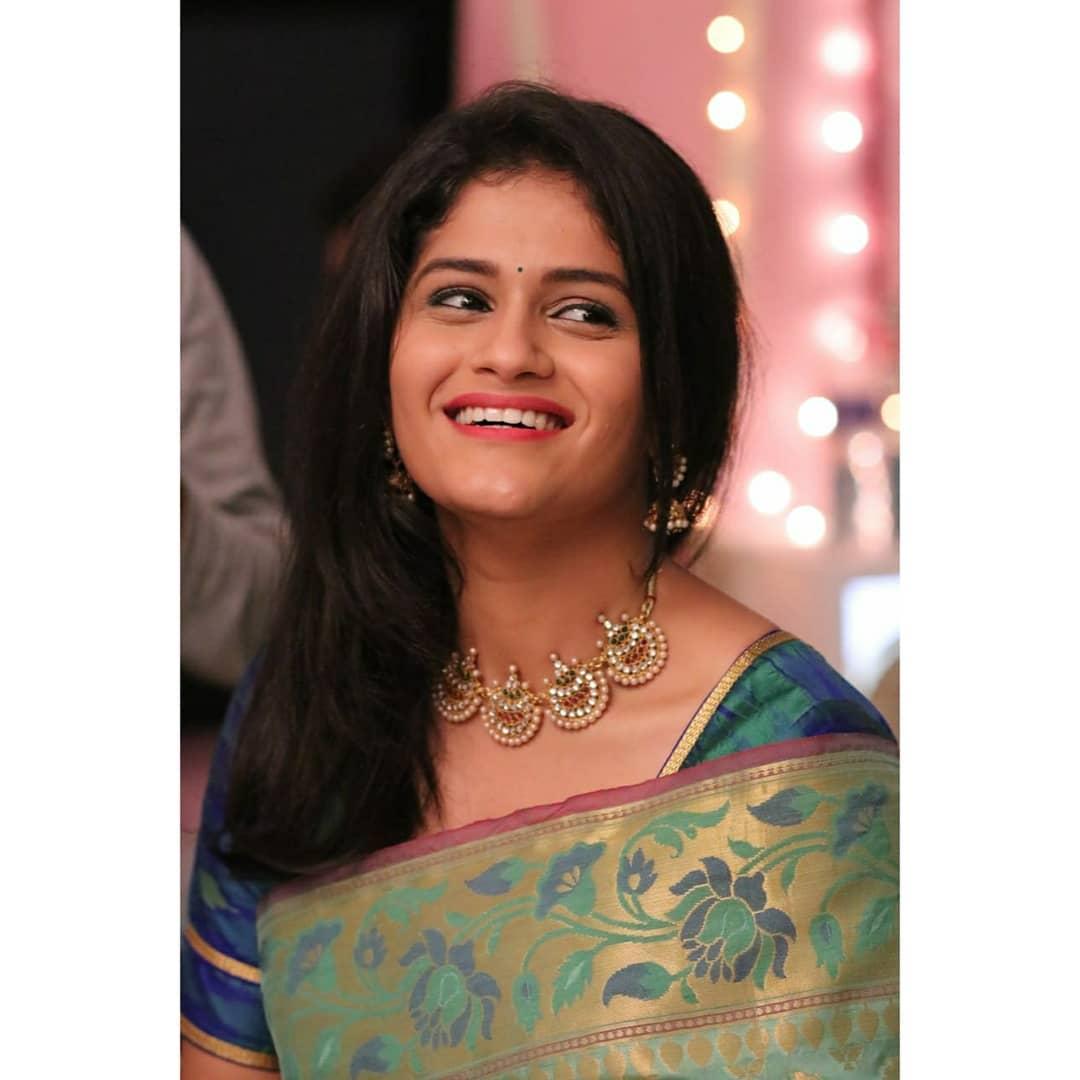 Vidisha-mahaskar-pic-He-Mann-Baware-Serial-Age-Birthdate-marathi-trends-villan-role-Sanvi-real-name-he-mann-bavre