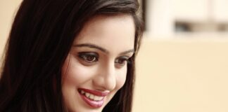 Shruti marathe Marathi actress Wikipedia Biography Hd Photos Images Wallpapers Family husband Net Income Profit Hieght Waight