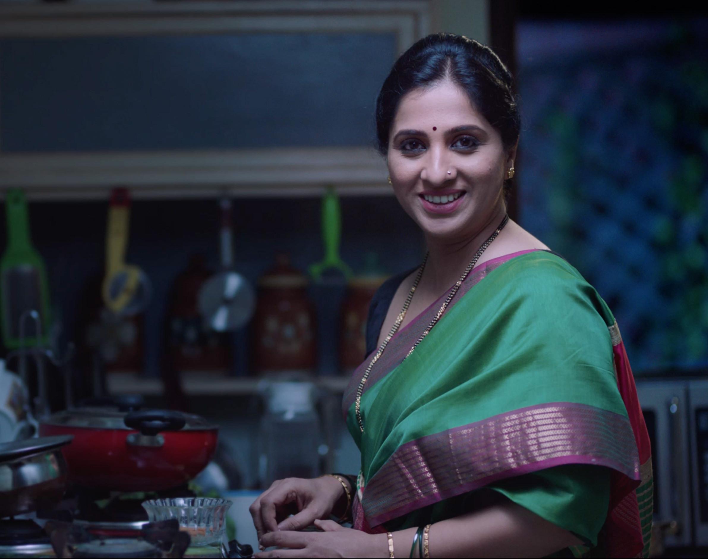 Aai Kuthe Kay Karte Star Pravah Serial Cast Crew Wiki Photos