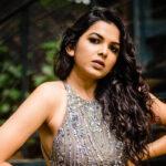 Mitali Mayekar Marathi Actress Bio Wiki Photos Husband Gallery