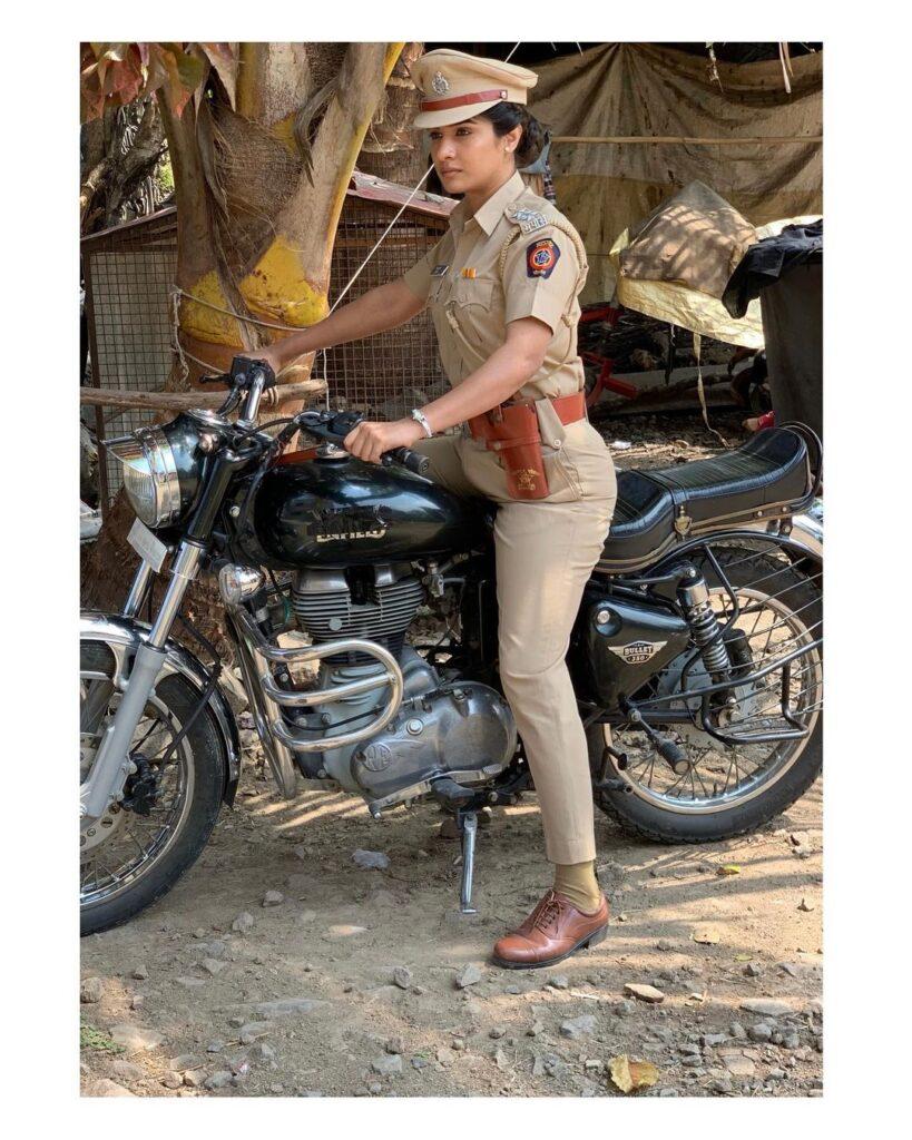 neha-khan-dev-manus-divya-madam-muslim-actor-age-height-caste-hot-pics-image-zee-marathi-serial-first-movie-police-real-name