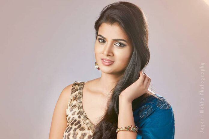 Malvika Gaikwad Marathi Actress Wikipedia Biography Photos Gallery Images Husband Boyfriend Weight Height Figure Hot Nude Sexy Wedding Age Birthdate